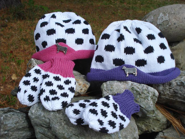 Kids hat and mitten set with pewter cow pin